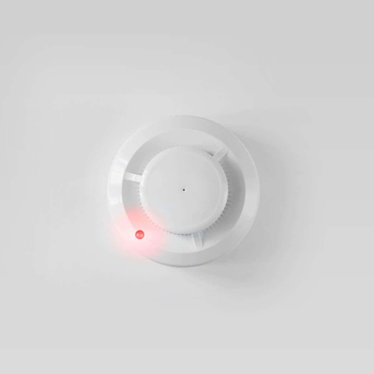 Füstérzékelő, az okos otthon eszközt úgy tervezték, hogy a fejlődő tűz korai szakaszát érzékelje, és jelezze.