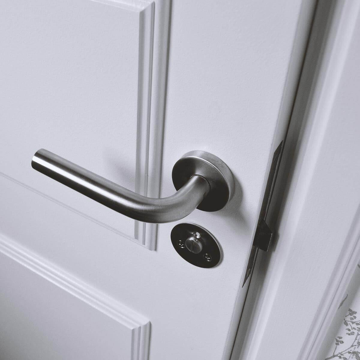 A nyitásérzékelő elhelyezhető ablakokra, bejárati ajtóra, gyerekkapura egy lépcsőfeljáróhoz, de akár a hűtőre és fagyasztóra is. A telefonra letölthető alkalmazás a nyitás állapotát jelzi.